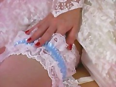 Einem erotischen necken Sie 001 -A Brunette-Braut Streifen aus dem Kleid