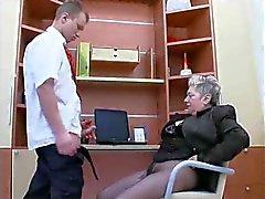 La abuela mierda amor en el trabajo.