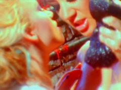 Dos lesbianas lesbianas lesbianas se lamen mutuamente
