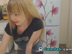 Blonde sexy se Godes de sa chatte sur le vif