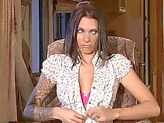milf & tattooed lesbian whores eating & fucking each other