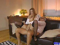 Eurobabe imettäjä hoitelee mature couple