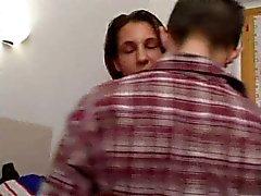 Moglie italiana prende in giro con il suo marito