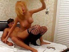 Сексуальный грудастая блондинку задницу жестких После того Фистинг