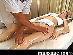 Zeer sexy erotische massage eindigt in creampie