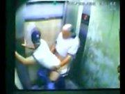 Figlio e del papà colti fottuta con Elevator