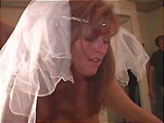 Bruid krijgt uitgebeend door twee zwarte jongens op haar huwelijksnacht