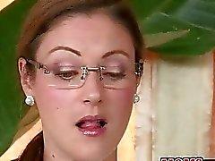 Hete stiefmoeder bustes jong koppel neuken