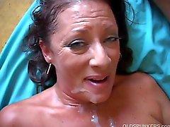 Very sexy alten spunker befindet sich harter Fick und die einer klebrigen Gesichtsbehandlung