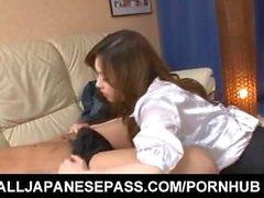 Aiko Hirose em meias é tão bom em chupando e lambendo tesão