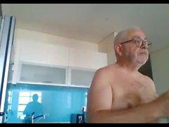 isoisäshow ja aivohalvaus webbikameralla