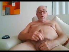 Mostrar el abuelo y los accidentes cerebrovasculares en la webcam