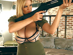 Kelly Madison furchterregend-bedrohlich Große Titty Sniper