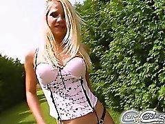 Jane eine 24 Jahre alt blondes Baby , die nichts mehreren eroticthan Absaugung eine paar Jungs eine nach der anderen vorstellen können. Es zu glauben ist oder nicht shegets dran tun , dass Sie sollten sehen, wie sie rieb ihre Muschi, während she'sblowing diese Jungs aus dieser Aktoren