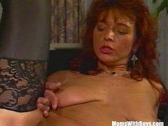 Brunette ИФОМ бюро в секси чулки выебанная