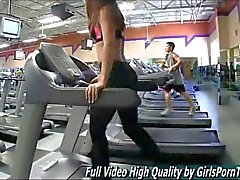 Heiße Teen bei Pants für gibt ihr Workout