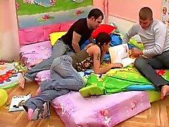 Brunette doce adolescente russas como Penetração dupla Foda