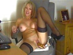 Chantal 47 masturbiert leben zu Hause Webcam