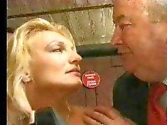 FRANSE CASTING 11c blonde babe neuken dildo en vuist