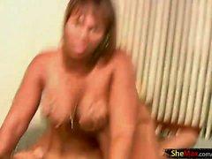 Полненькие tbabe получает страпоном во ее задницу и Сперма на лице