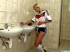 Giocatore di calcio tedesco sexy della masturbate la