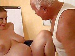 Grandpa трахается беременную девушка