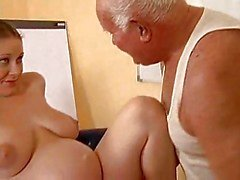 Grandpa scopa una incinta ragazza