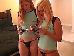 Loira e Redhead Girl in threesome incrível
