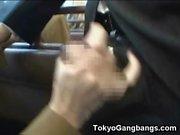 Flexi Schulmädchen saugt Stranger in einem Bus!