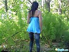 Ze strips in een bos in de buurt van je