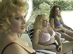 Transen Gruppensex Sex fiesen Mädchen am Swimmingpool