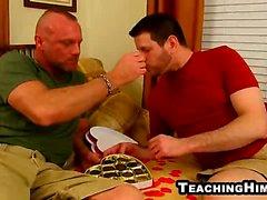 Konfetti Brock Saugen an harten Schwanz eines fälligen Gestütes