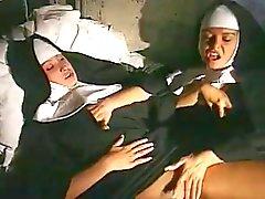 freira esfrega um fora