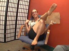 Therapeut gibt eine erstaunliche Strumpfhose Footjob mit cum