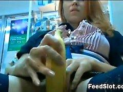 Возбуждённый русской Использование банана на работе