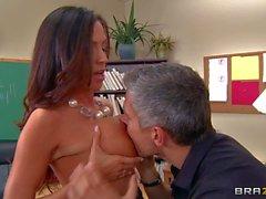 Professor Ariella Ferrera is a sex experienced MILF with big - Pornsharing nude videoclip