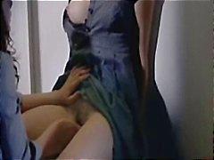 Vários clipes de celeb Helene Zimmer nu, se masturbando e chupando pau do filme Q