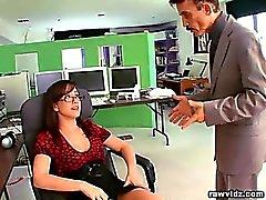 Secretario busty perversa hacerlo todo lo posible para agradar