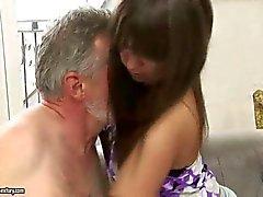 Nasty tonåring har sex med gammal man