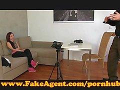 FakeAgent şirin bir de amatör porno bir kariyer ister