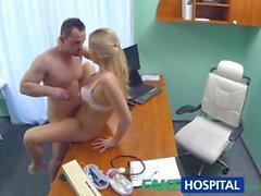FakeHospital Enfermera seduce técnico de informática
