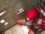 Str8 di spionaggio ragazzo di colore nei bagno pubblico