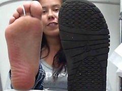 Intiaanien tytön jalkansa