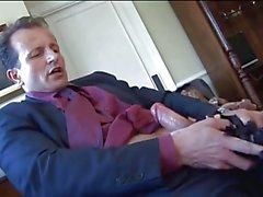 Cochonne britannique de Sasha se fait baiser dans un corset et le filets