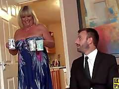 De BBW British fingerfucked jusqu'en squirting