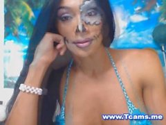 Pretty Shemale Show Her Tits On Cam