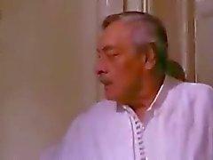 Lorgnant scène de film tunisienne Un été La Goulette