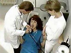 Симоны Вали Кроме стоматолога .