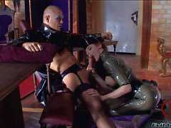 Fetish aksiyon lateks bürünmüş bir busty porno Melissa Lauren ile