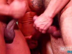 Латинский гей секс втроем с лицом